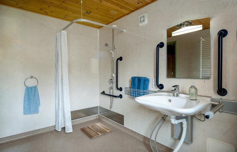 Daisybank wet room