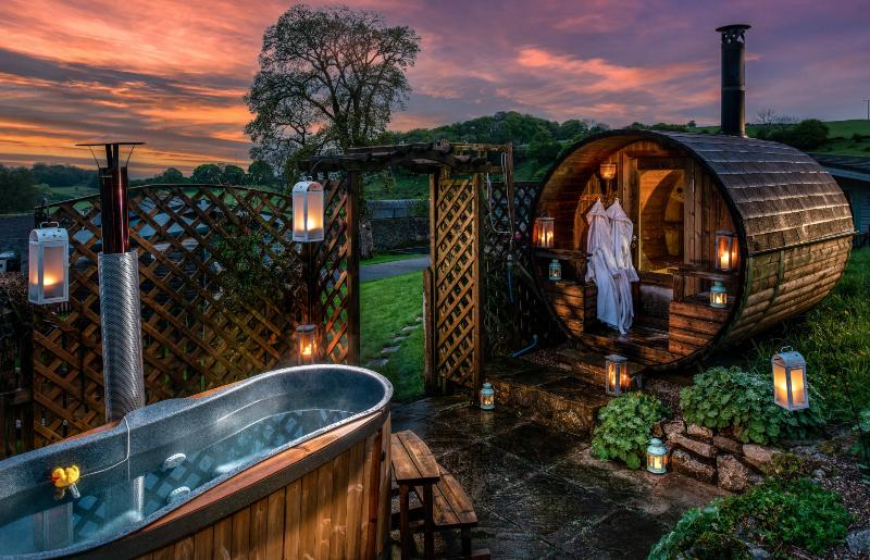 log-fired hot tub and sauna