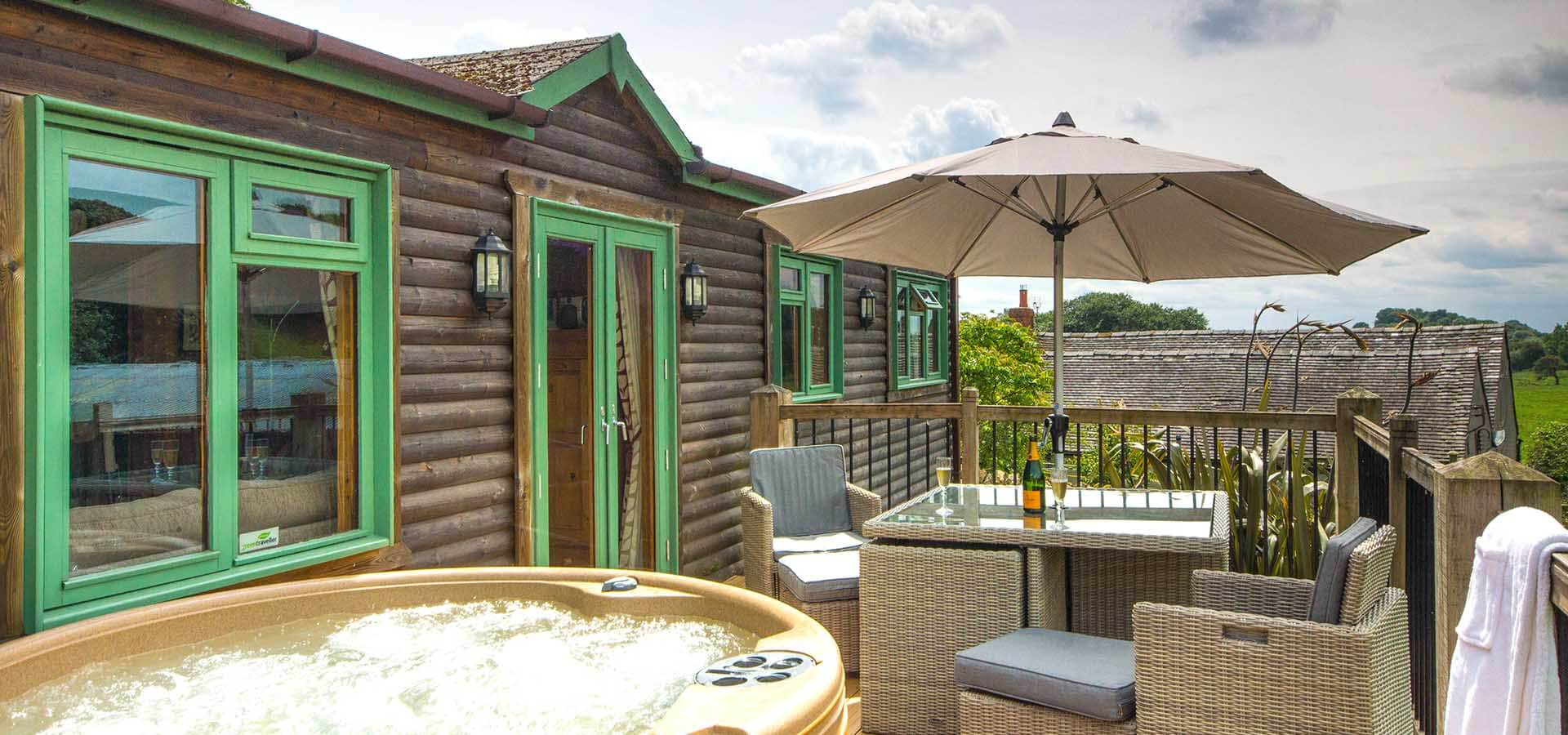 lodge with hot tub near Bakewell